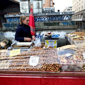 クロアチアの市場でイチジクお買い上げ!