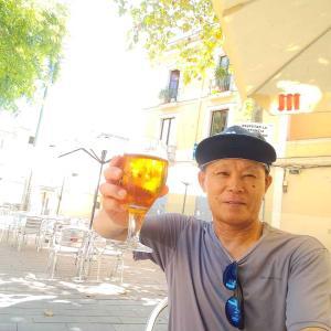 """""""Desde Barcelona"""" 5/08/2020 (「バルセロナから」2020年8月5日) :  Hagamos un brindis.  ¡Kanpai! (さあ乾杯しよう)"""