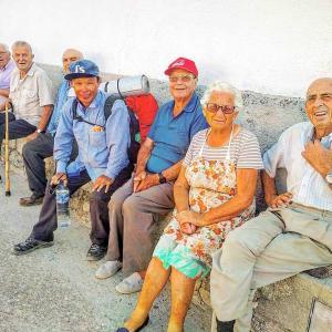 サンティアゴ巡礼「銀の道」(Camino de Santiago de la Plata)2019 : El 15 y el 16 de agosto 「村のオジさんに写真を頼んだら」)