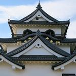 彦根城   ひこにゃんが迎えてくれる国宝天守のみならず現存の櫓や門など見応え十分な城郭
