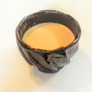 馬場隆さんの黒椀でロイヤルミルクティーと抹茶ラテをいただいてみた