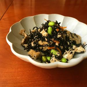 コンビニの「6種具材と豆腐とひじきの煮物」