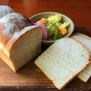 ライ麦パンと角食パンの昼ごはん / 夫がひどい事言うんです