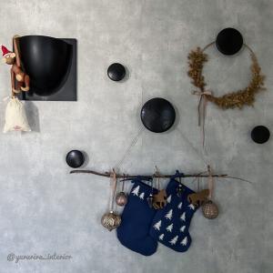 オーナメントボールとクリスマスソックスをおしゃれに飾る♪
