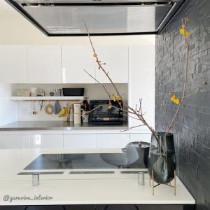 花のある暮らし★キッチンに蝋梅を飾りました