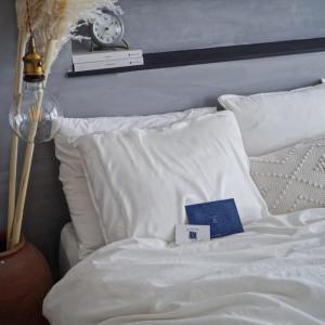 手持ちの枕にかけるだけ。「シルク枕カバー」で美肌・美髪ケア