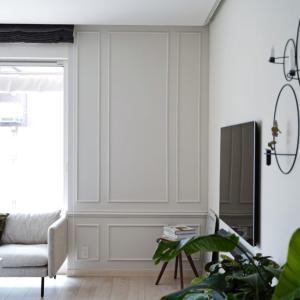 壁を白にチェンジ&全面モールディングで海外のような雰囲気に♪