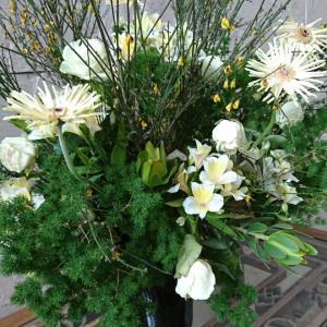 お花が飾ってあるお家では…。