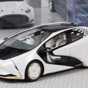 トヨタ 「新しい時代の愛車」を具現化したコンセプトカー 「LQ」 の1/43スケールミニカー 【第46回東京モーターショー2019開催記念品】
