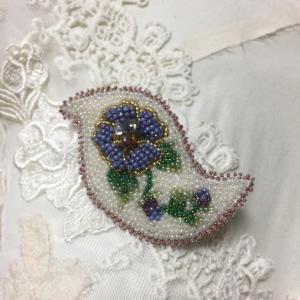 【ビーズ刺繍】ペイズリーのブローチ~パープルフラワー~