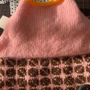 機械編みでサンプル作り
