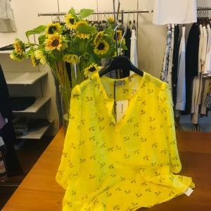 向日葵のお花とマレーラコーデ
