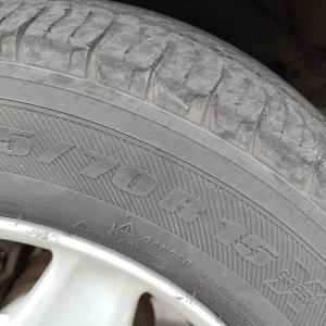 古い車はタイヤに困る!