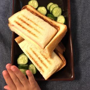 定番のハム&チーズのホットサンドは子どもにも大好評♪