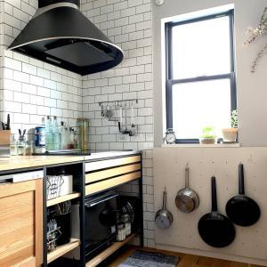 手作り有孔ボードでキッチンに吊るす収納をDIY。珪藻土のデメリットをカバー