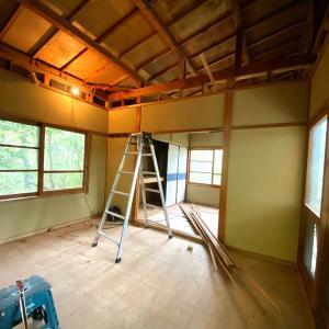 築40年の山小屋セルフリノベ開始!天井剥がしてロフト作りの準備