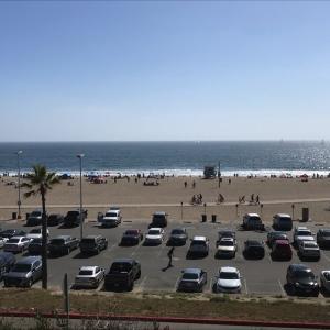 メモリアルデーの連休のビーチ (2)
