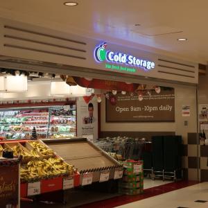 シンガポールの代表的なスーパーの飲物売り場と夜食調達!