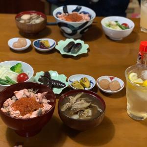 鮭イクラ丼&芋煮(*^▽^*)秋ごはん♪