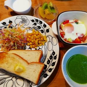ほうれん草のスープ、フラメンカエッグの朝ごはん