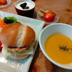 豆腐ハンバーグでハンバーガー