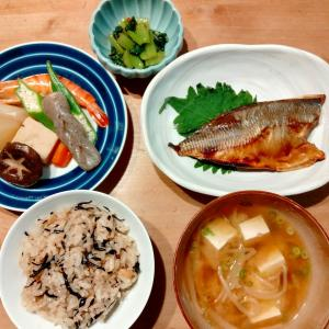 鰺の干物、根菜の煮物