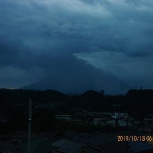2019年10月18日、朝の桜島