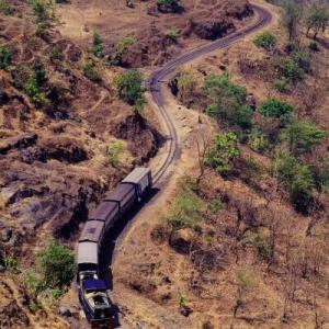 Matheran Light Railway 1995年 ⑤ 等高線に逆らわず勾配を下る!!