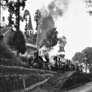 1992 Darjeeling Himalayan Railway 14  教会下へ