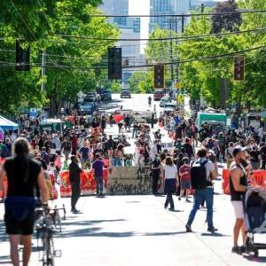 こいつらデモ隊じゃねー!無頼漢だ!・・・デモ隊設置の「自治区」で銃撃、2人死傷 警察は立ち入れず 米シアトル