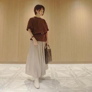 【小柄アラフォーコーデ】UNIQLOのメンズTシャツ×シャイニースカートで秋コーデ