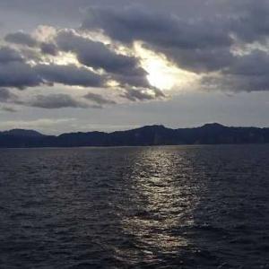 「青函フェリー・3号はやぶさ」洋上の日の出は神秘的。(;゜0゜)