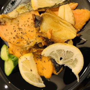 シミ予防に!鮭のカレー風味サクサク焼きと糖質0.4gの大豆チョコ- 糖尿病夫の低糖質食(2019年11月13日)