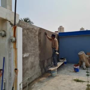 外壁の塗り直し作業継続中