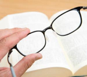 老眼鏡は、度が進む?