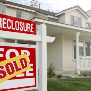 英検1級レベルの単語と例文 — foreclose