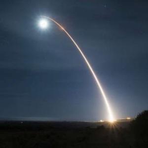 米国が大陸間弾道ミサイル実験に成功【和訳付き】
