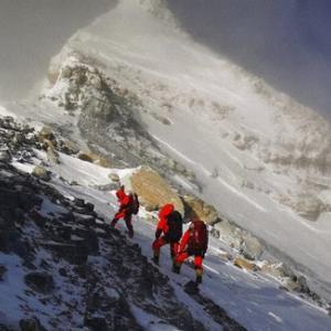 中国のエベレスト再測量チームが山頂に到達【和訳付き】