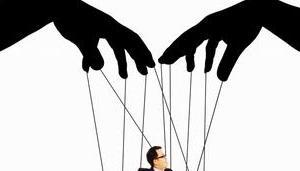 pull strings (陰で糸を引く)