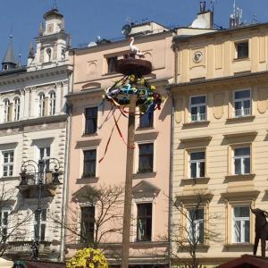 遅ればせながらポーランドから春のイースターの便りとKidZaniaと爺さんの筍の保存処理?