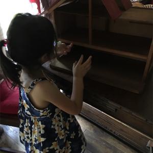 屋根裏ならぬ天井裏から見つかった36年前の爺さん手作りのドールハウスと夏休み突入