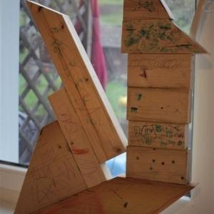 子ども達の木工、窓拭き、マドレーヌ型