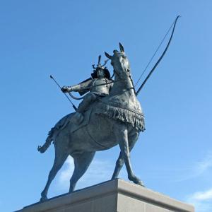 東岡崎「家康公ひろば」ペデストリアンデッキにて徳川家康公の騎馬武者像お披露目