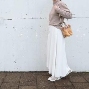 ファッション市場「サンキ」のイエロー×ゴールドの小ぶりなバッグ