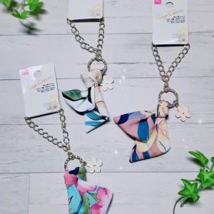 ダイソーの花モチーフ付スカーフ風キーチェーンが夏らしくて上品で大人可愛い