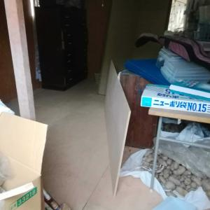 12月28日 ネットショップ倉庫の床板ひき&タイヤ交換&新商品発売