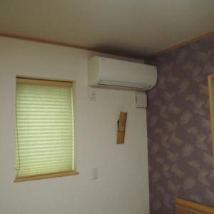 寝室にエアコンが付きました