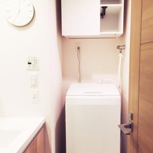 """""""生活感を感じさせない"""" 真っ白でシンプルな洗濯機"""