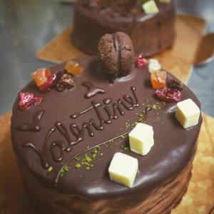 Valentine チョコレートケーキ と 鹿児島の面白いピザ屋さん