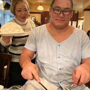 【画像】朝青龍、甥の豊昇龍に肉を1kg奢る!!!!!!